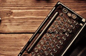 cropped-content-writing-typewriter-paperballs-ss-1920.jpg